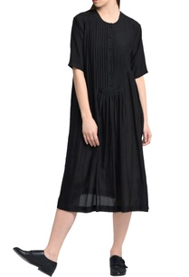 black-pleated-style-dress