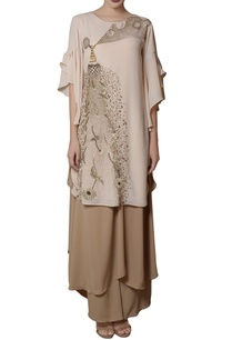 offwhite-tunic-beige-tiered-pants