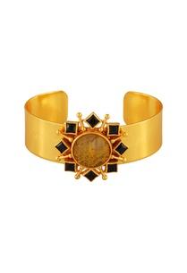 gold-plated-pendant-bracelet