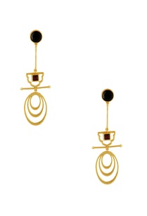 gold-long-earrings-with-black-stonework