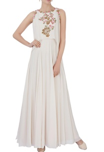 white-floral-embroidered-layered-gown