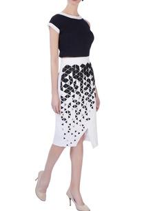 white-applique-pencil-skirt