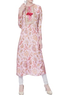 pink-floral-printed-kurta-with-red-tassel-accents