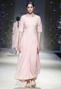 pink-maxi-dress-with-open-back