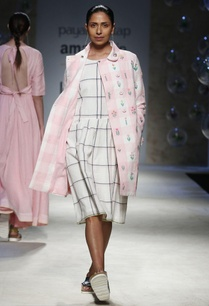 pink-white-check-print-coat