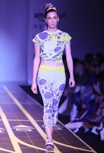 multicolored-printed-cropped-leggings