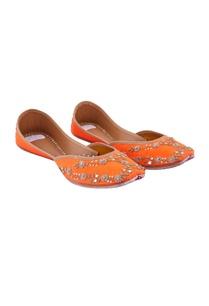 marigold-orange-zardozi-juttis