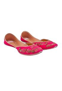 fuchsia-pink-silk-hand-embroidered-juttis