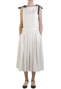 white-pleated-apron-style-dress