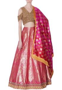 pink-banarasi-lehenga-gold-blouse