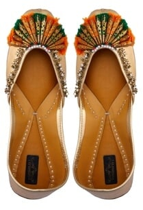 golden-leather-embroidered-jootis
