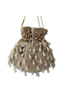 beige-velvet-potli-with-teardrop-pearls
