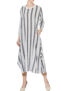 white-grey-striped-pattern-long-kurta