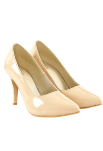 nude-beige-patent-leather-pumps