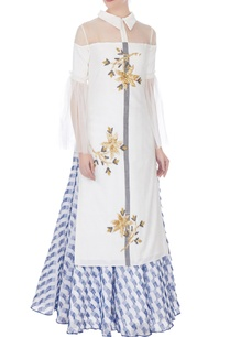 white-embellished-kurta-with-blue-frayed-patch-skirt