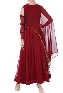 maroon-chinnon-chiffon-gown-with-gold-lace-work