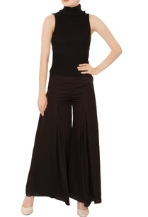 black-gathered-pleated-flared-wide-leg-pants
