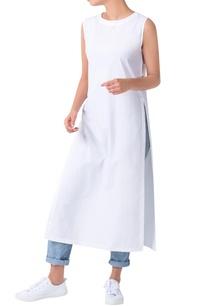white-androgynous-sleeveless-double-slit-kurta