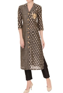 black-white-sanganeri-printed-kurta-with-exaggerated-collar