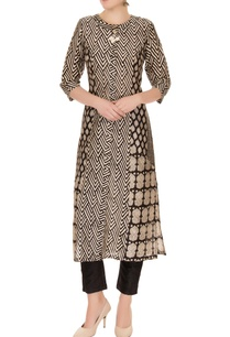 black-white-sanganeri-chanderi-silk-printed-kurta