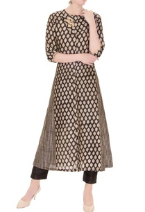 black-white-sanganeri-printed-zardozi-embroidered-kurta