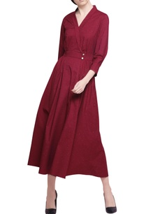 garnet-red-blended-cotton-pleated-midi-dress-with-belt