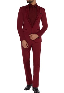 maroon-textured-lapel-jacket-with-maroon-shirt-trousers-black-pocket-square