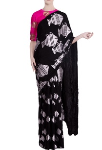black-heritage-fish-motif-saree-with-pink-blouse-piece