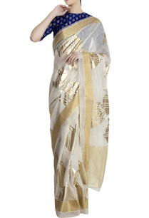 ivory-saree-in-oversized-fish-motifs-with-blue-blouse-piece