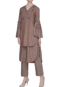 brown-organic-poplin-chequered-blouse-with-gathered-sleeves-hoodie