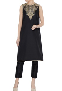 black-quilted-texture-resham-embroidered-kurta