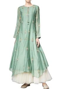 sage-green-chanderi-mullmull-embroidered-anishka-tunic