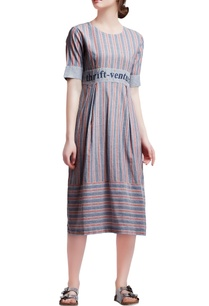red-grey-cotton-regular-slogan-knife-pleated-dress