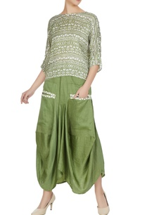 green-cotton-satin-metallic-leather-boxy-skirt-with-pockets