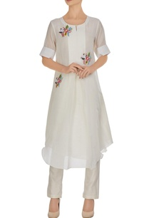 white-kurta-in-3d-floral-hand-embroidery