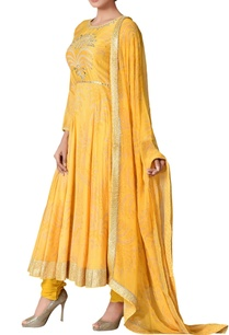 yellow-chanderi-silk-mukaish-embroidered-kurta-set