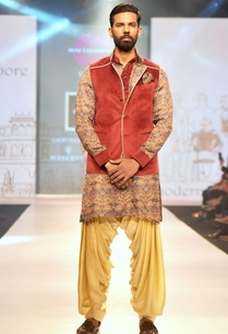 maroon-velvet-nehru-jacket-with-printed-linen-silk-kurta