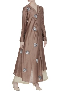 tiered-pleated-tunic-with-embroidered-floral-motif