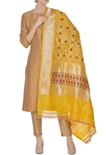 banarasi-silk-dupatta-in-gold-brocade-work