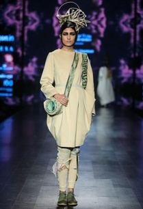 beige-jersey-ballon-tunic-with-distressed-trousers