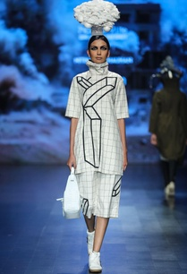 white-egyptian-cotton-chequered-tunic-with-crop-pants