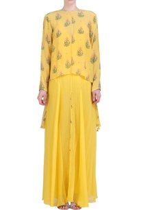 yellow-crepe-hibiscus-printed-assyemtric-embroidered-top-with-sharara