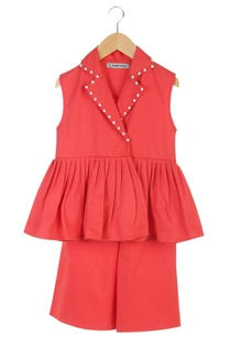 red-jacket-with-elastic-waist-culotte-pants