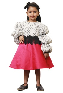 polka-retro-ballon-sleeves-top-with-pink-skirt