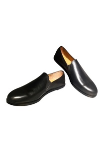 black-handcrafted-pure-leather-loafers