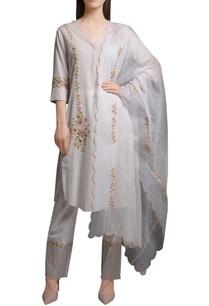 ivory-floral-embroidered-cotton-silk-kurta-with-block-printed-cotton-pants-kota-dupatta