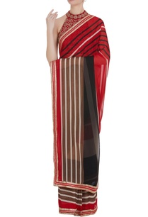 border-detailed-sari-with-embroidered-blouse