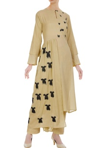 embroidered-kurta-with-asymmetric-hemline