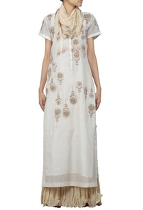ivory-floral-embroidered-long-kurta-with-beige-skirt-and-stole