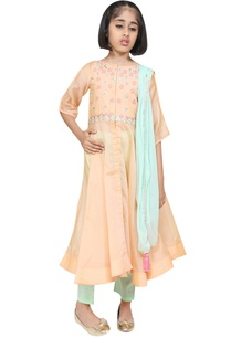 bell-sleeves-embroidered-kurta-with-pants-and-dupatta